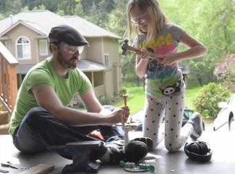 아빠와 딸이 만든 시리얼 먹여주는 기계(동영상)