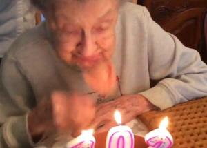 생일 초 불다가 틀니 빠진 할머니