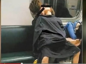 지하철에서 앉은채 관계 맺는 뻔뻔커플(동영상)