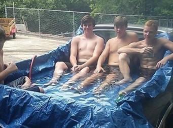 이 남자들이 여름을 나는 방법