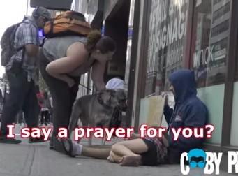 """뉴욕 거리에 처참히 떠도는 노숙자 """"부녀"""""""