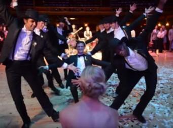 발레리나 신부를 위한 신랑과 들러리들의 댄스 퍼포먼스 (동영상)