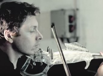 3D 프린터로 만든 최초의 투명 바이올린 (동영상)