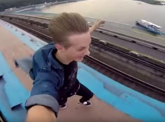 열차 위의 무모함…. 해외에서 유행이라는 '트레인 서핑' (동영상)