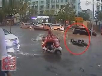 주변서 '본체만체', 빗길에 쓰러진 中노인 사망