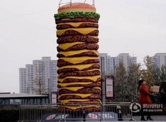 중국 선양시에 버거킹의 10m짜리 와퍼 조형물 화제