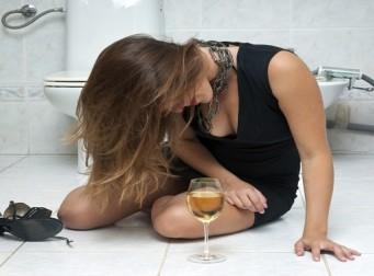 '치료 필요한 알코올 장애' 男은 줄고 女는 늘었다