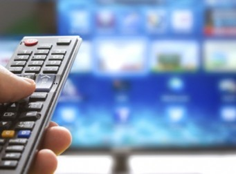 'TV는 바보상자' 입증…TV 많이 볼수록 치매 확률↑