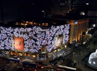 거대한 크리스마스 장식으로 변신한 신세계 백화점 본점