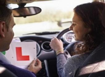 네덜란드에서는 운전 강사와 교습생이 합법적으로 성매매를 할 수 있다