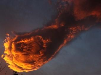 '신의 주먹'? 신기한 모양의 구름 화제(사진 3장)