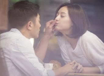진구♥김지원이 패러디한 '거품키스'(사진3장)
