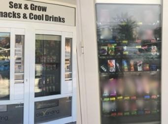 과자 자판기 바로 옆 '황당 자판기'에 기절할뻔한 가족(사진3장)