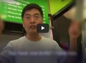칼 들고 위협하던 강도가 소스라치게 놀라 도망간 이유(동영상)