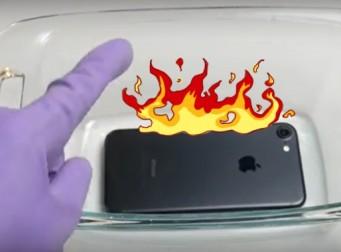 세계에서 가장 강력한 산성물질에 아이폰7을 넣으면? (동영상)