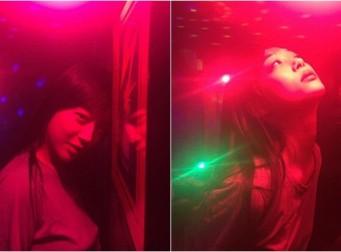 """""""이 매력에 반했나…"""" 설리, 붉은조명 아래서 도발적 포즈+눈빛 (사진4장)"""