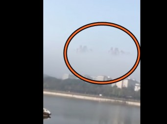 도시가 하늘에 둥실둥실 떠 있는 모습(동영상)
