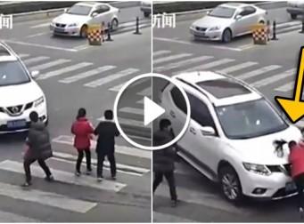 초록불에 횡단보도 건너는 아이들 차로치고 더 당당한 무개념 운전자 (동영상)