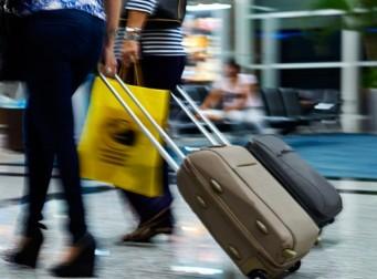 """""""공항에서 자기 짐을 대신 부쳐달라는 사람은 뭐죠?"""""""
