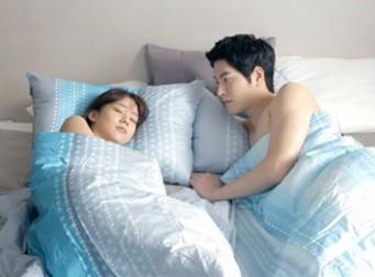 침대에서 더 친밀한 관계를 만드는 7가지 방법
