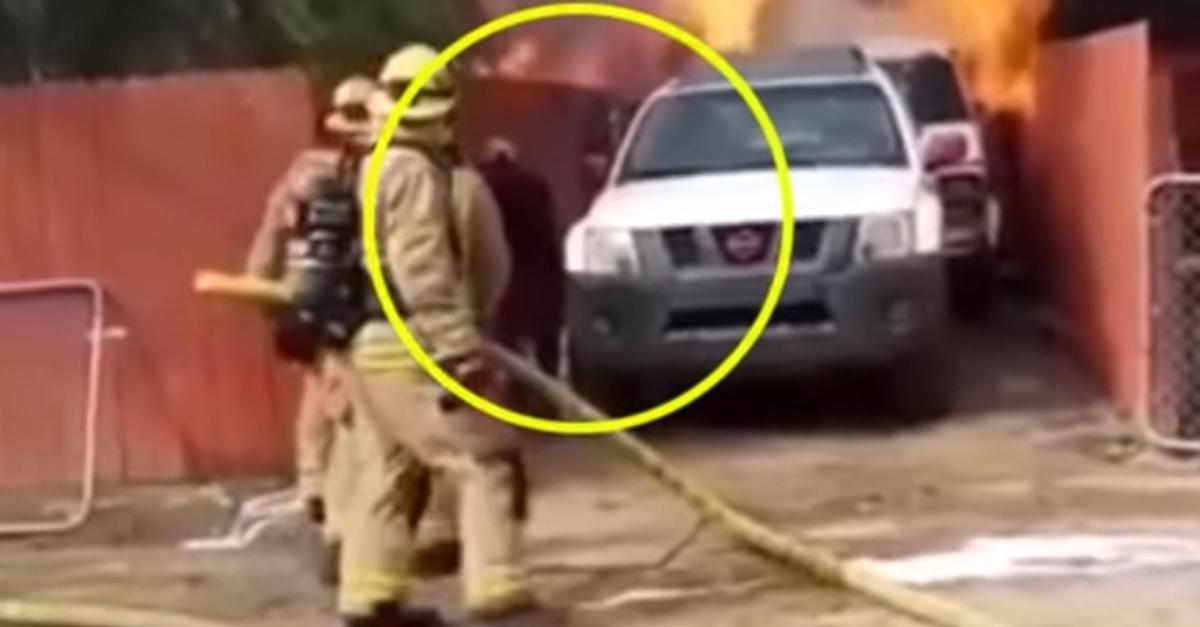 소방관도 들어갈 수 없는 심각한 화재 현장, 집주인이 맨몸으로 집에 들어간 이유